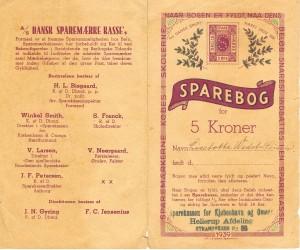 For- og bagside af en skolesparebog årgang 1939. Læs teksten øverst til venstre på bagsiden om formål.