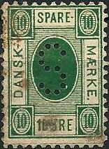 Det første danske sparemærke 10 øre i grøn farve fra 1881. Bemærk at der står: DANSK SPARE MÆRKE i mærket og ikke DANSK SKOLE SPARE MÆRKE .