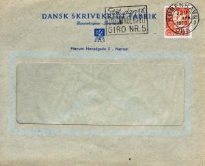 """30 øre rød type III, perforeret med perfinbilledet RX påsat en rudekuvert fra """"Dansk Skrivekridt Fabrik"""" i Nærum, afstemplet den 1. april 1960 i København."""